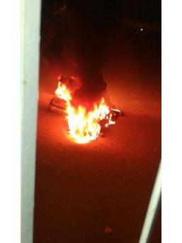 Mersin'de 2 Otomobil Kundaklandı