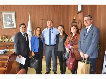 Resim Yarışması Türkiye İkincisi Melek'ten Müdür Koca'ya Ziyaret