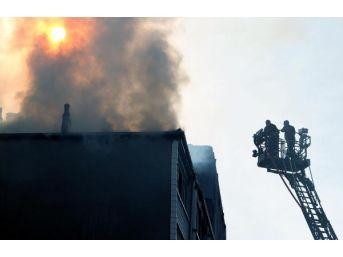 Evde Çıkan Yangında Mutfak Tüpü Patladı