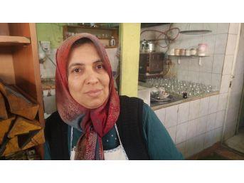 İşçi Kahvehanesine Kadın Eli Değdi