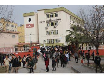 Lisede Kantinci Çırağı Dehşeti; 4 Öğrenci Yaralı