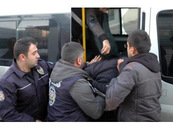 Adilcevaz'Da Fırına Giren Hırsızlar Suçüstü Yakalandı