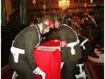 Rum Asıllı Kore Gazisine Kilisede Askeri Tören