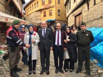 Müezzinoğlu'Nun Eşine Jandarmadan 8 Mart Karanfili