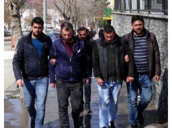 Sahte 'komiser', Yaşlı Iki Kardeşin 60 Bin Lirasını Dolandırdı