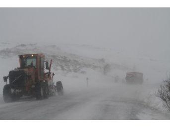 Kar Yağışı Sahara Geçidi'nde Ulaşımı Aksattı