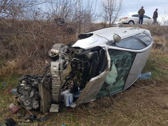 Çankırı'da Otomobil Tarlaya Uçtu: Aynı Aileden 6 Kişi Yaralandı