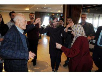 Gaziantep'te, Yaşlılar, Davul- Zurna Ile Eğlendi...