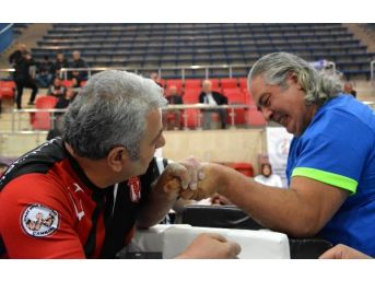 Engelliler Bilek Güreşi Türkiye Şampiyonası'nda Heyecan