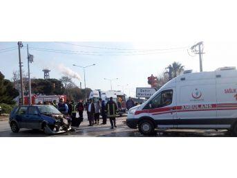 Manisa'da İki Otomobil Çarpıştı: 5 Yaralı