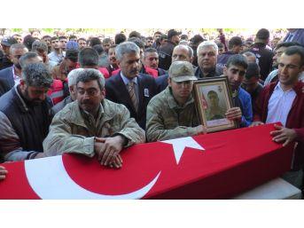 Şehit Asker Son Yolculuğuna Uğurlanıyor