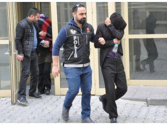 Vücuduna 400 Bin Liralık Uyuşturucu Saran Kadın Polisten Kaçmadı