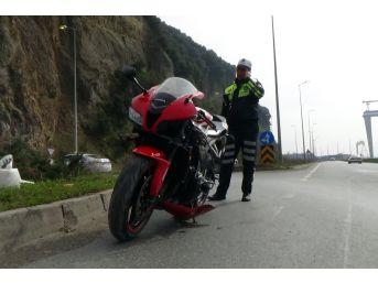 Motosiklet Viraja Girerken Devrildi: 1 Yaralı