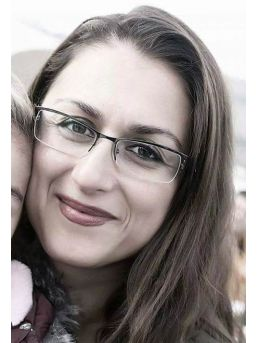 Kansere Yenik Düşen Genç Annenin Ölümü Herkesi Üzdü