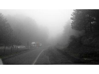Kazdağları'nda Bulut Geçişleri Sürücüleri Zor Durumda Bırakıyor