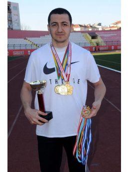 Eski Futbolcu Milli Atlet, 237 Madalya Ve 43 Kupa Kazandı