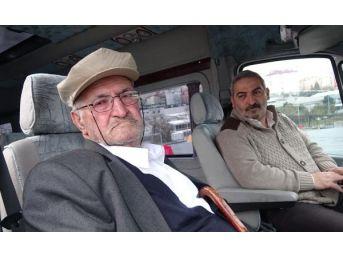 Evde Uyuyamayan 80 Yaşındaki Babaya Servisle Uyku Çaresi