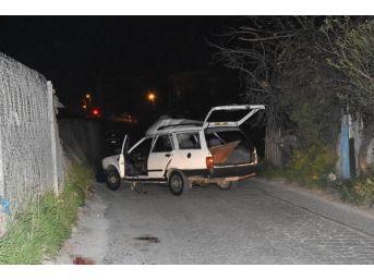 Eyleme Giden Pkk'lıların Otomobilinde Bomba Patladı: 1 Terörist Ölü, 1 Terörist Yaralı