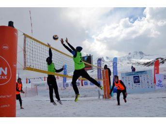 Üniversitelerarası Kar Voleybolu Kupası, Erciyes'te Yapıldı