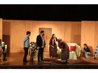 Erdemli Tiyatroyu Sevdi