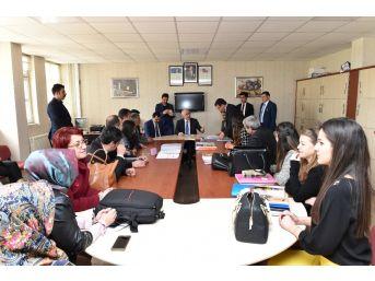 Vali Tuna Öğrencilerle Bir Araya Gelmeye Devam Ediyor