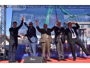 Tekirdağ Chp'Li Milletvekili Ve Belediye Başkanları Sahnede 'Ayır' Yazdı