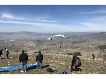Yamaç Paraşütçüleri En Uzak Mesafeye Uçmak İçin Yarışacak