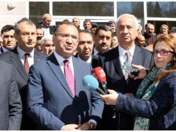 Bakan Bozdağ: Alman Gazeteleri Türkçe Manşetlerle 'hayır' Çıkması Için Büyük Çaba Gösteriyor