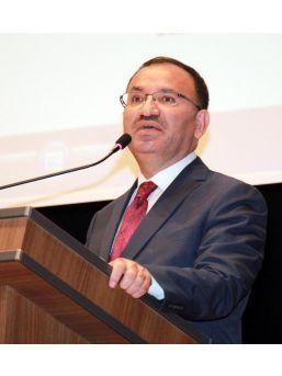 Bakan Bozdağ: Alman Gazeteleri Türkçe Manşetlerle 'hayır' Çıkması Için Büyük Çaba Gösteriyor(2)