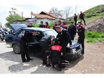 """Polisin """"dur"""" İhtarına Uymayan Otomobil Terk Edilmiş Halde Bulundu"""