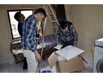 Kyk'lı Öğrenciler, Harçlıklarıyla Muhtaç Ailenin Evini Boyadılar
