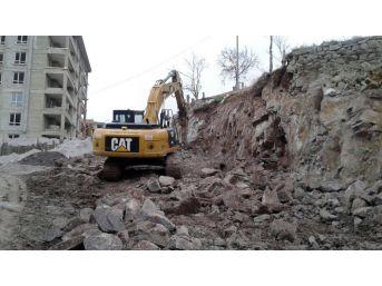 Altındağ'da Yol Yapım Çalışmaları Aralıksız Sürüyor
