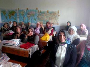Kadın Çiftçilere Fındıkta Küllenme Hatalığı Dersi Verildi