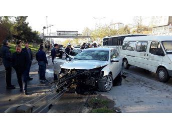 (özel Haber) Piyalepaşa Bulvarı'nda Trafik Kazası : 3 Yaralı