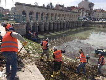 Beyşehir'de Kayıklarla Kıyı Temizliği