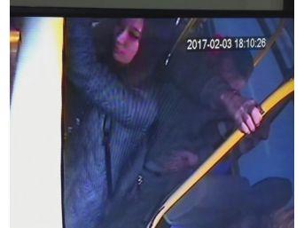 Japon Turistin Cüzdanını Çalan Zanlı Kameralara Yakalandı