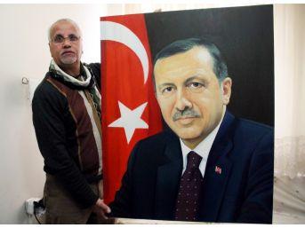 Eskiden Saddam Hüseyin'i Çiziyordu, Şimdi Türkiye'nin Ünlülerini Çiziyor