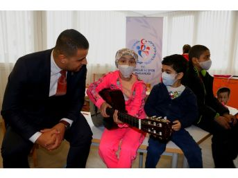 Olimpiyat Komitesinden Lösemili Çocuklara Ziyaret