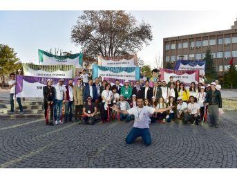 Uşak Belediyesi Şehir Tiyatrosu İzmir'de Sahne Alıyor
