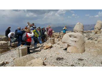 Nemrut Dağı'nda Sezon Açıldı, Ilk Yabancı Kafile İsrailliler Oldu