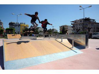 Kepez'de Çocuk Parkları Yenileniyor