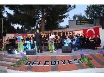 Kuşadası'nda Tsm Korosundan İstanbul Şarkıları Konseri
