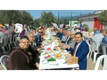 Edremit'te Ak Partililer Kahvaltıda Bir Araya Geldi