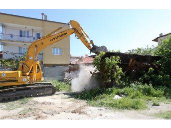 Pamukkale Belediyesi Metruk Binaları Yıkıyor