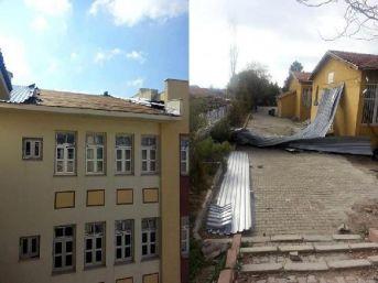 Kayseri'de Şiddetli Rüzgar, Okulun Çatısını Uçurdu