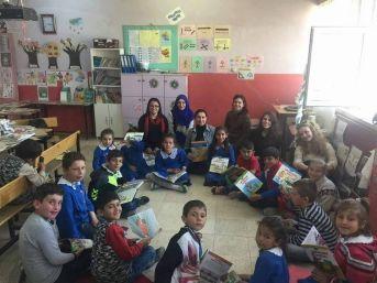 Öğrencilerin Kitap Sevinci