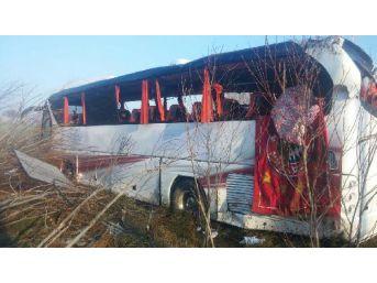 Otobüs Şarampole Uçtu: 24 Yaralı