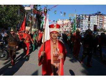 Mesir Festivaline Coşkulu Kortej
