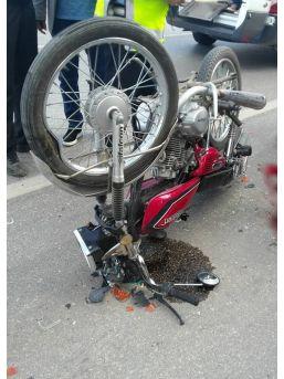 Motosiklet Minibüse Çarptı: 1 Ağır Yaralı