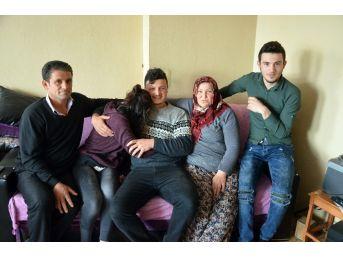 Kayıp Kızlarına Kavuşan Aileler Çok Mutlu
